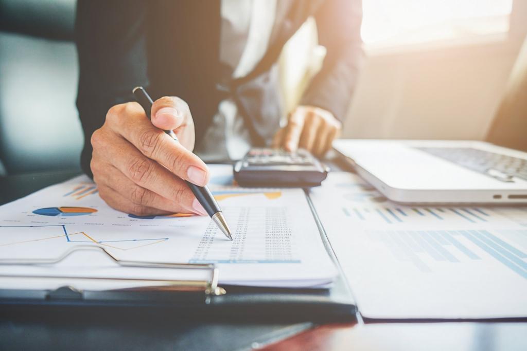Báo cáo, đề xuất các phương án phát triển tài chính công ty với cấp trên