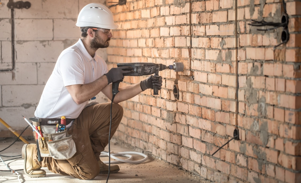 Những công việc bổ trợ cho thợ điện rất quan trọng trong việc lắp đặt hệ thống điện