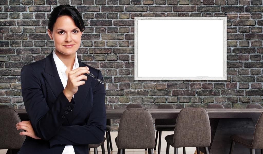 Trưởng phòng thường sẽ làm việc và giao nhiệm vụ công việc cho các trưởng nhóm chăm sóc khách hàng