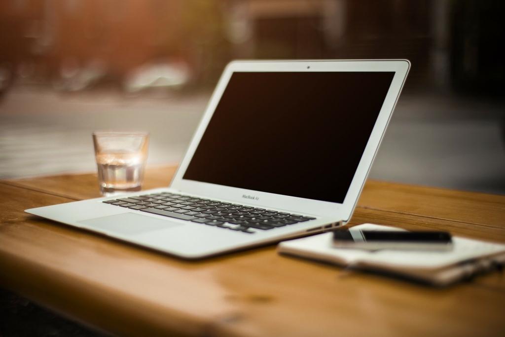 Top 5 mẫu laptop dưới 10 triệu đồng phù hợp cho việc làm từ xa