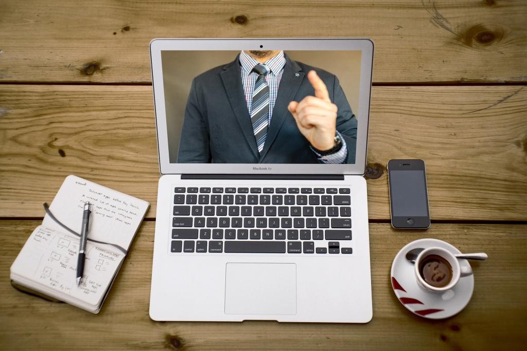Trang phục cũng sẽ là chi tiết thể hiện sự chuyên nghiệp của bạn trong buổi phỏng vấn online