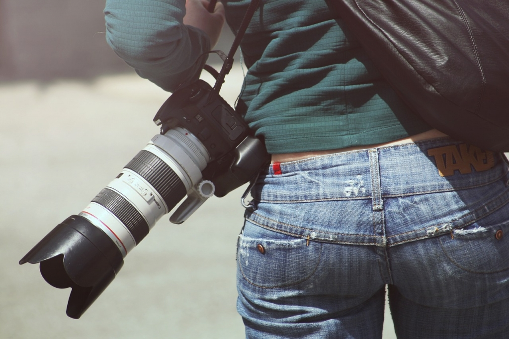 Bạn có thể tìm kiếm tin tuyển dụng thợ chụp ảnh trên TopCV